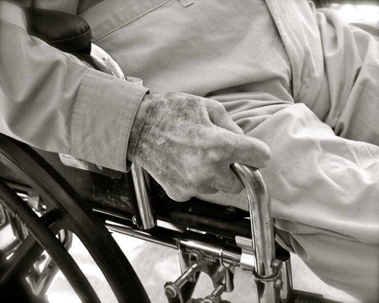 Hoitajan kirjoitus: Toivon, että vanhusten omaiset havahtuvat ajoissa